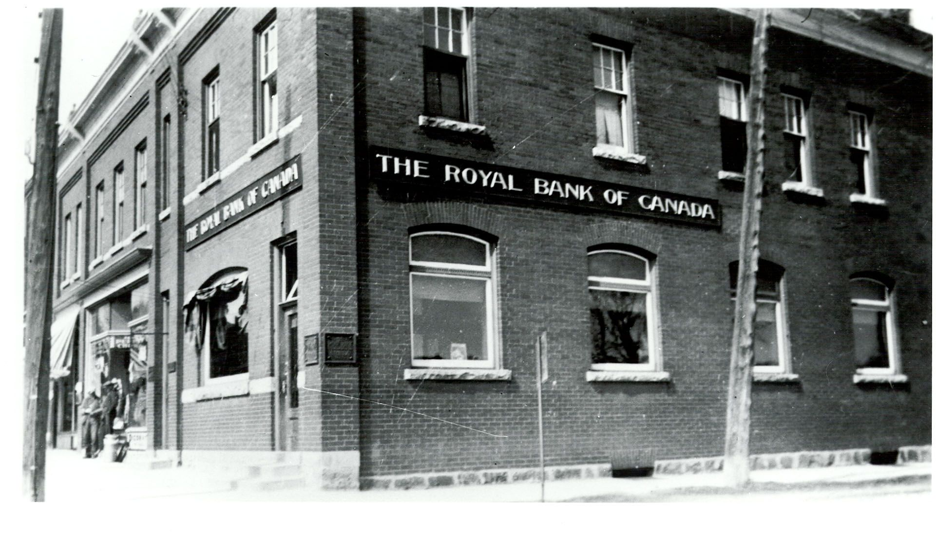 the-royal-bank-of-canada-main-street-mill-street-grand-valley-ca-1938